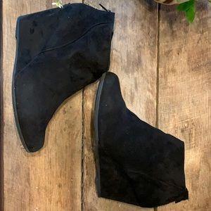 10W ladies black faux suede bootie